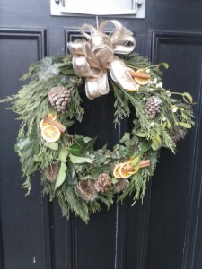 wreath CVeQN8KWcAA_Crw